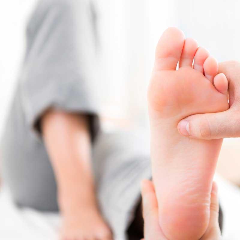 Tratamientos especialidados para lesiones de tobillo y pie con fisioterapia en Avanfi