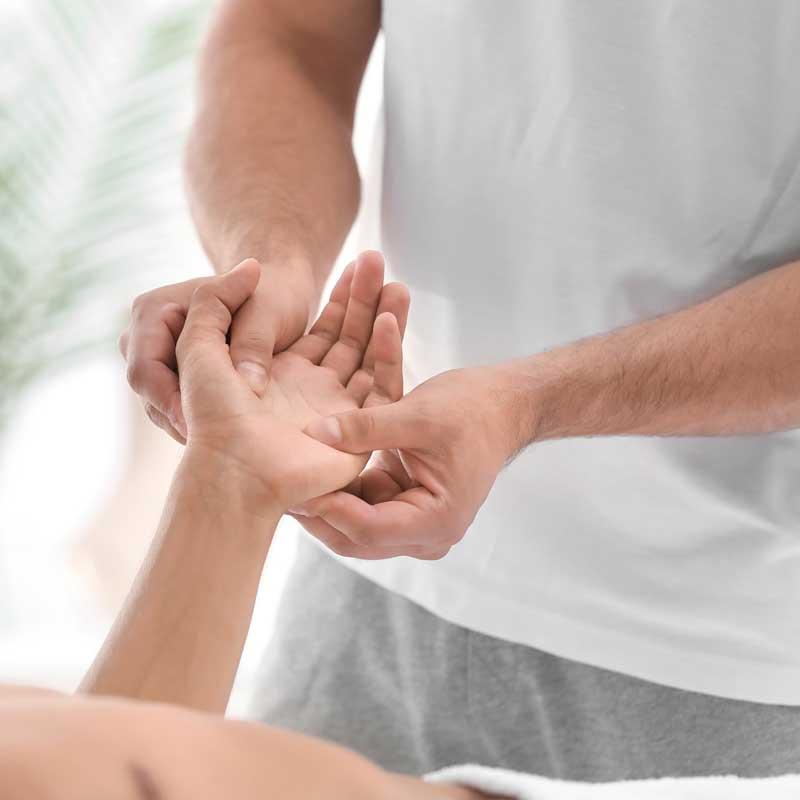Tratamientos especialidados para lesiones reumáticas con fisioterapia en Avanfi
